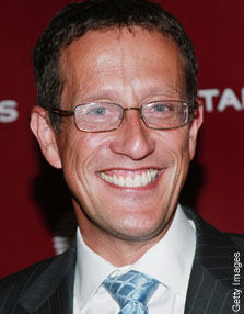"Richard Quest wants to show you his ""friendship bracelet"""