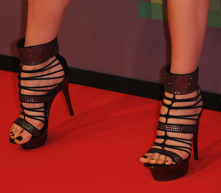Eva Herzigova, has uncontainable feet » Ayyyy! :  uncontainable feet eva celebrity fashion