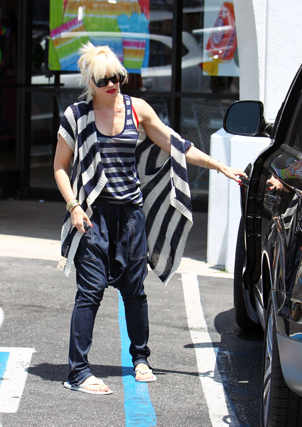 Gwen Stefani is pants