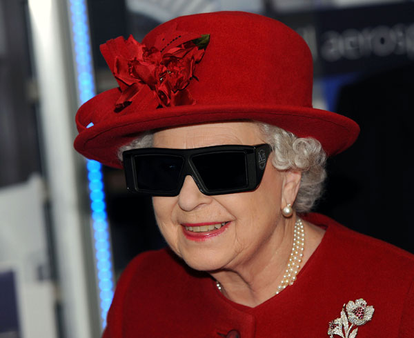 The Queen in 3D glasses. Lizzle fo shizzle