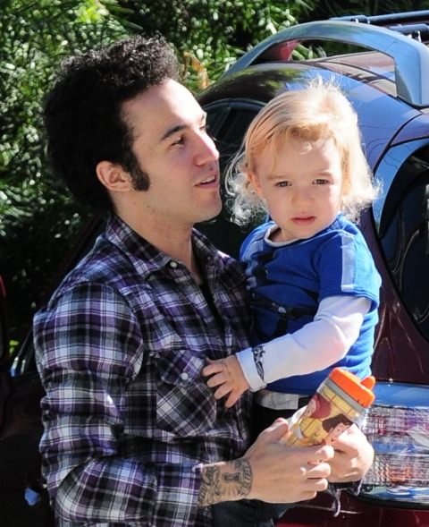 Pete Wentz has a no fro and, apparently, a hostage