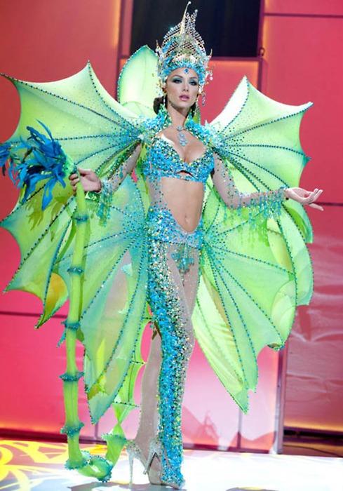 Miss Venezuela spreads her wings