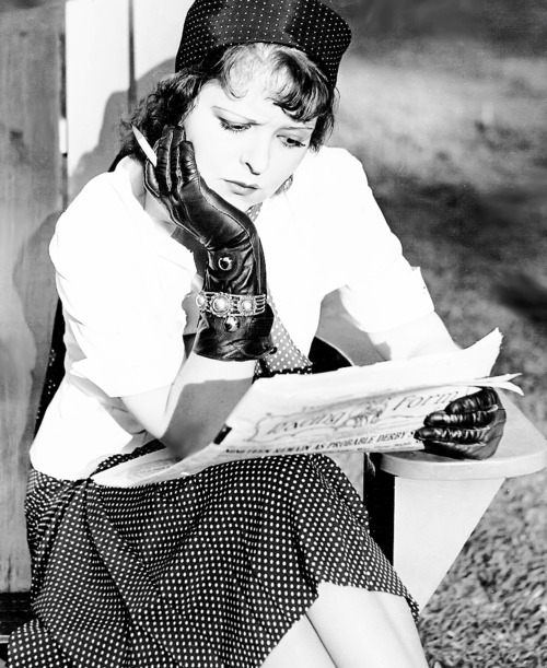 Clara Bow Knows